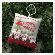 Cottage 2015 Ornament Merry Merry
